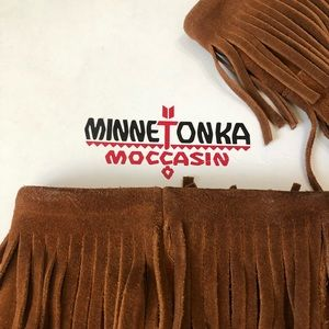 Size 8 Women's Moccasin Suede Fringe Boots